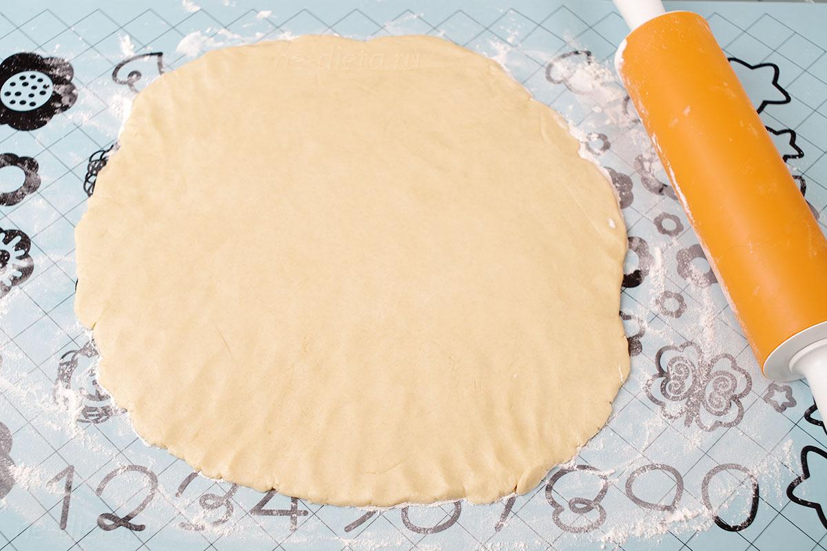 Раскатать тесто толщиной 6 - 7 мм