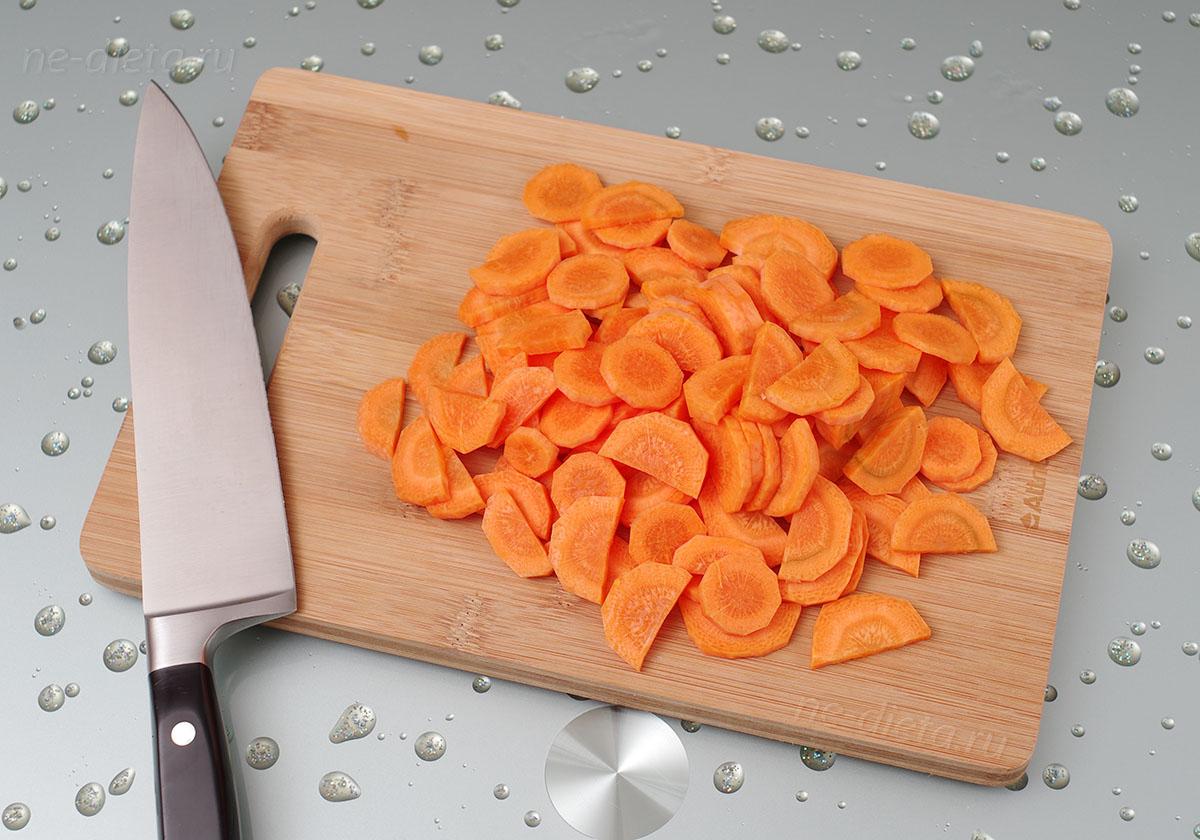 морковь порезать полукольцами