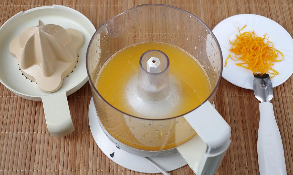 снять цедру апельсина и выдавить сок