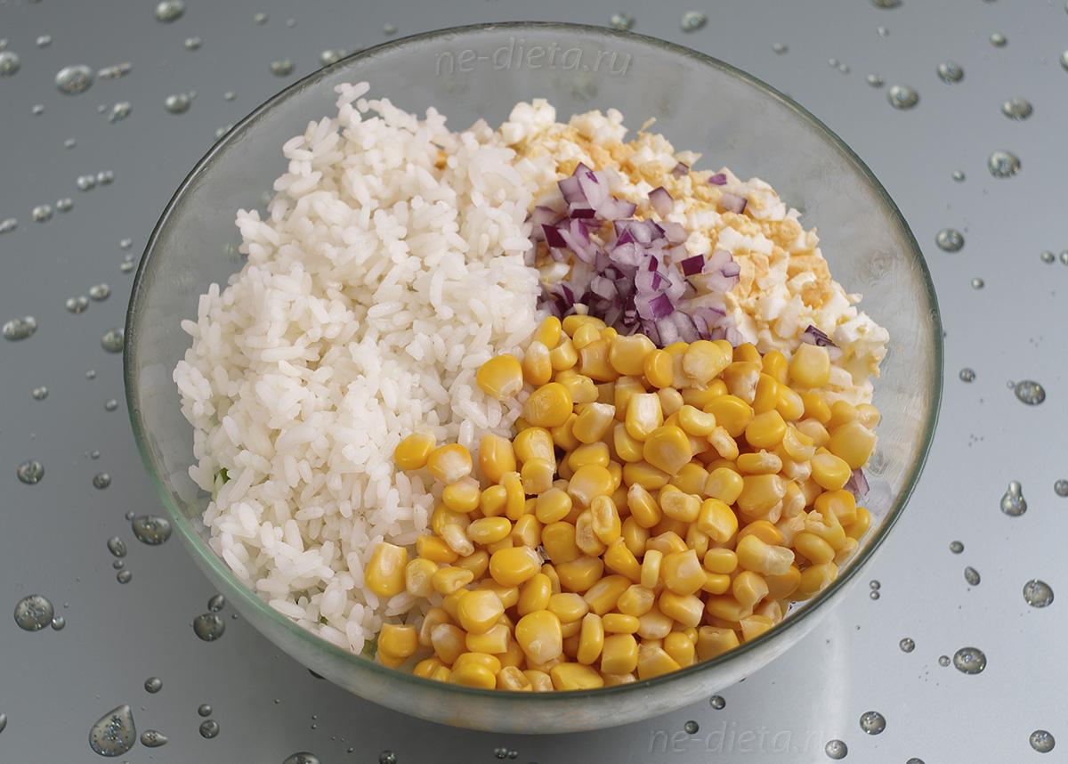 Кукурузу добавить в салат
