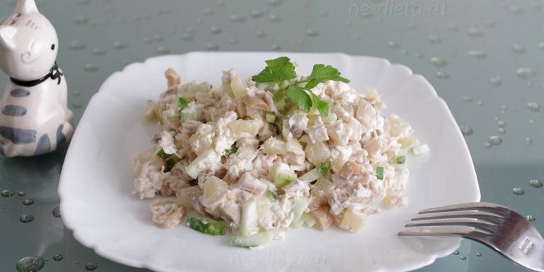 Салат с курицей, грибами и ананасами