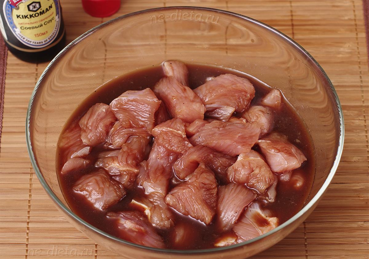 Замариновать индейку в вине и соевом соусе