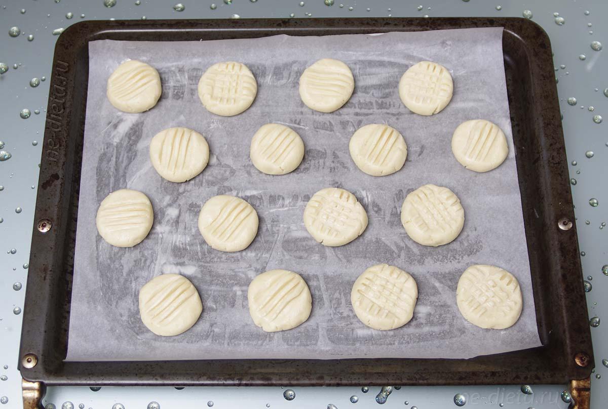Печенье Снежинки перед выпеканием