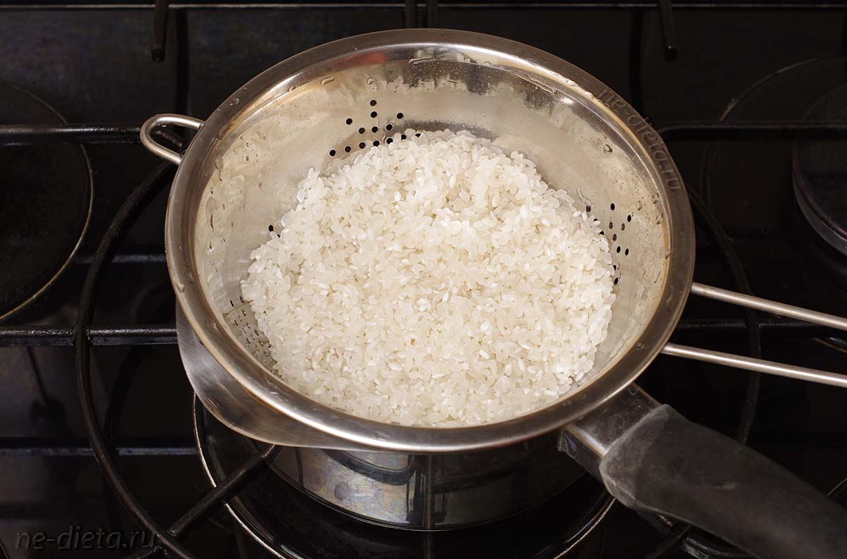 Круглозерный рис промыть водой