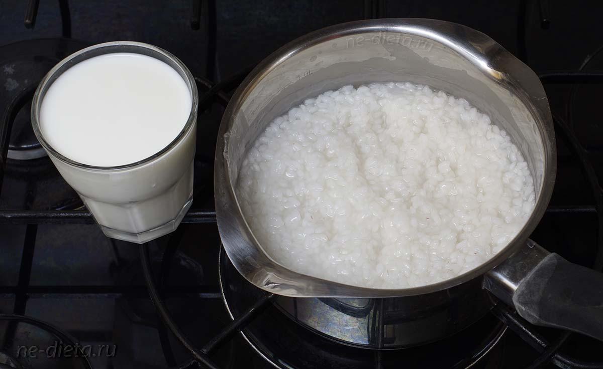 Влить 2 ст. молока и варить кашу 20 - 25 минут