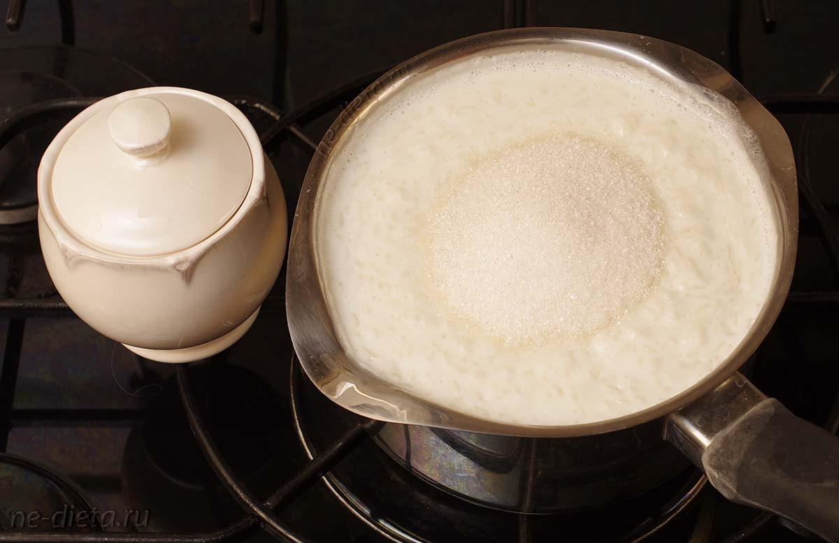В конце варки добавить соль и сахар