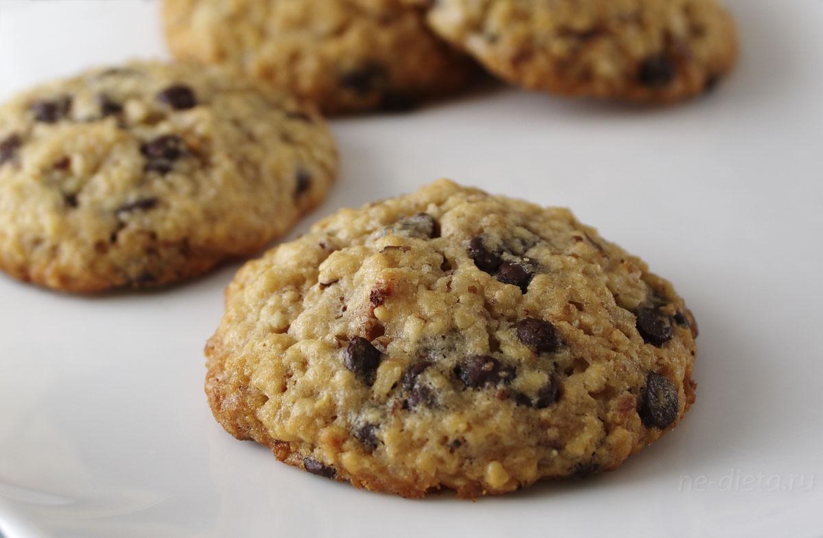 Овсяное печенье с шоколадом и орехами