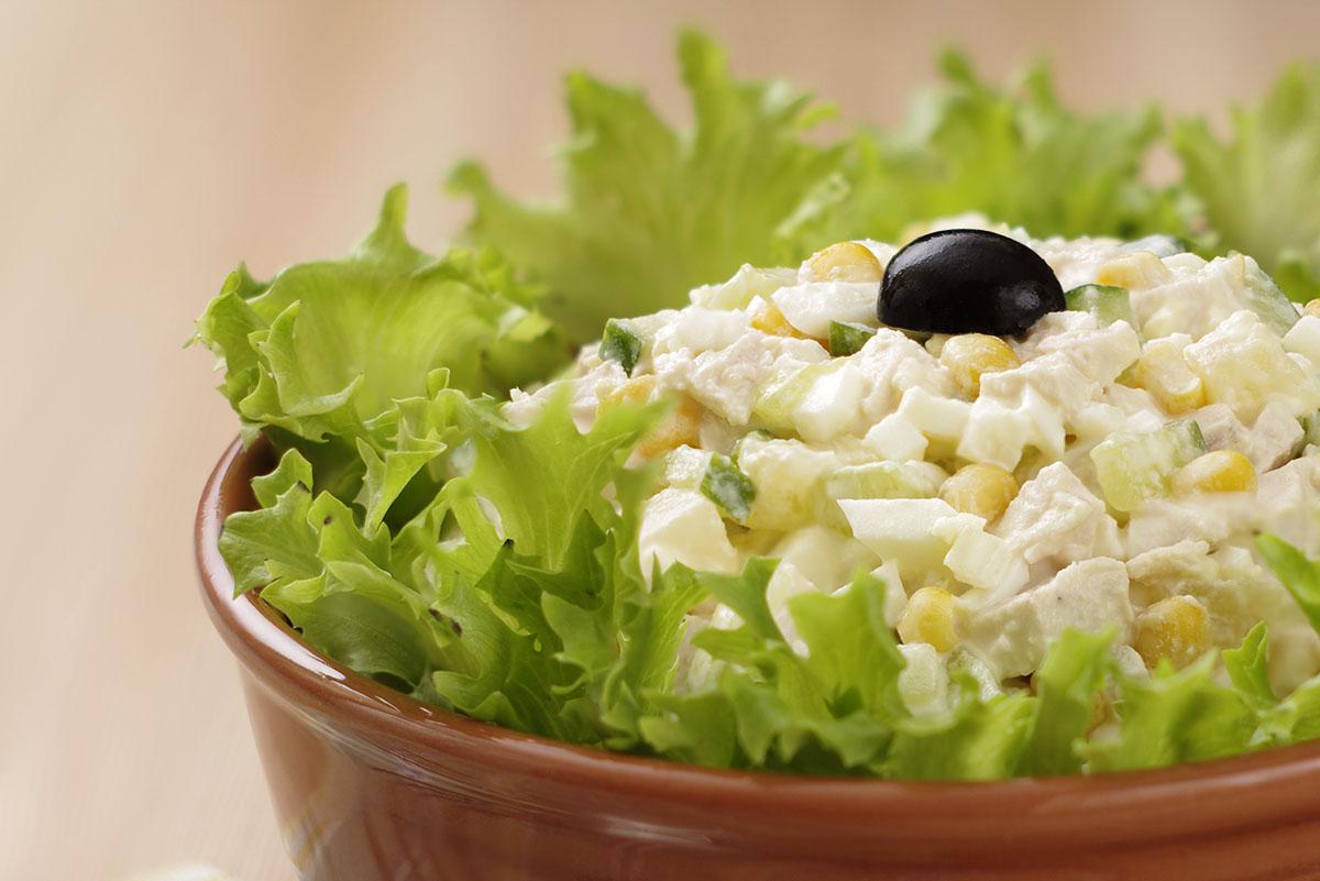 нежный салат с кукурузой