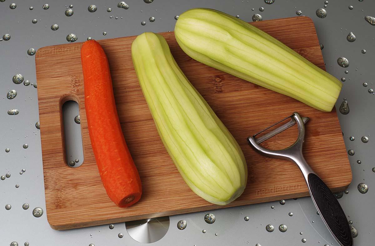 Морковь и кабачки вымыть и очистить от кожуры