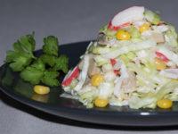 Крабовый салат с капустой, грибами и кукурузой