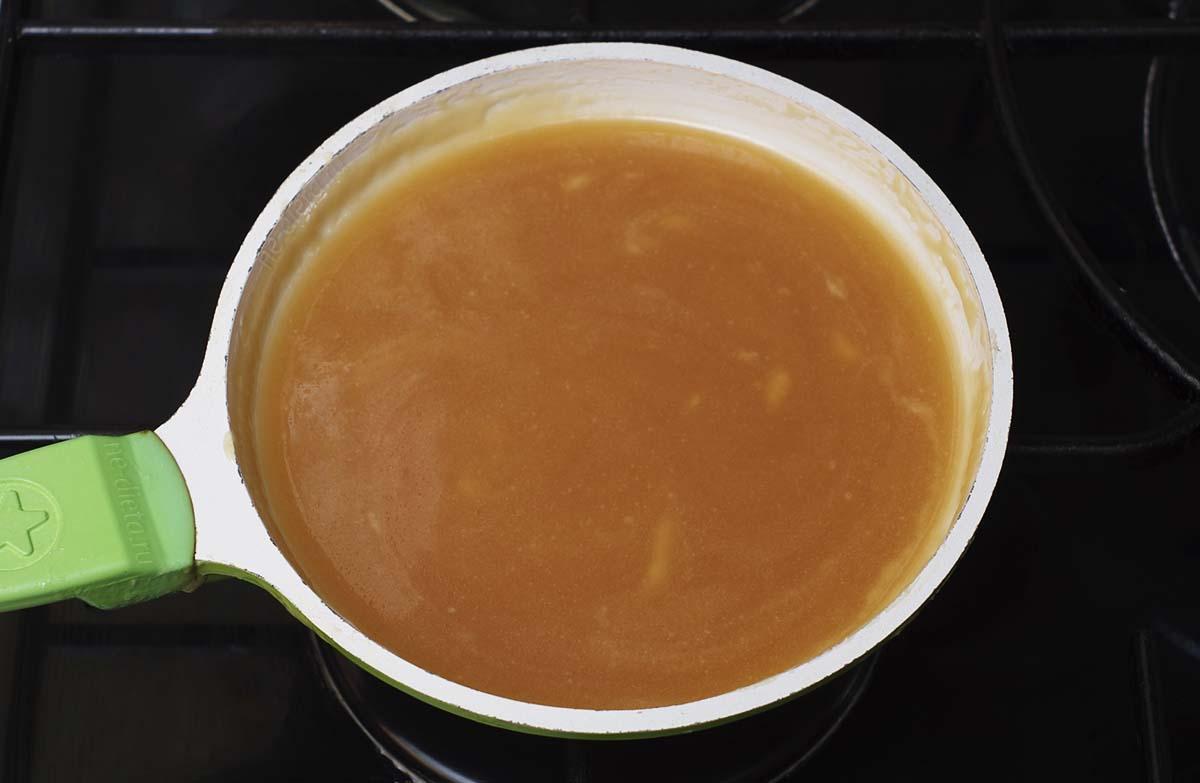 Карамельный соус для яблочного десерта