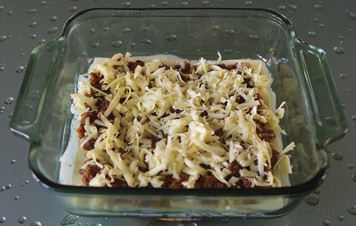 Соус болоньезе присыпать тертым сыром