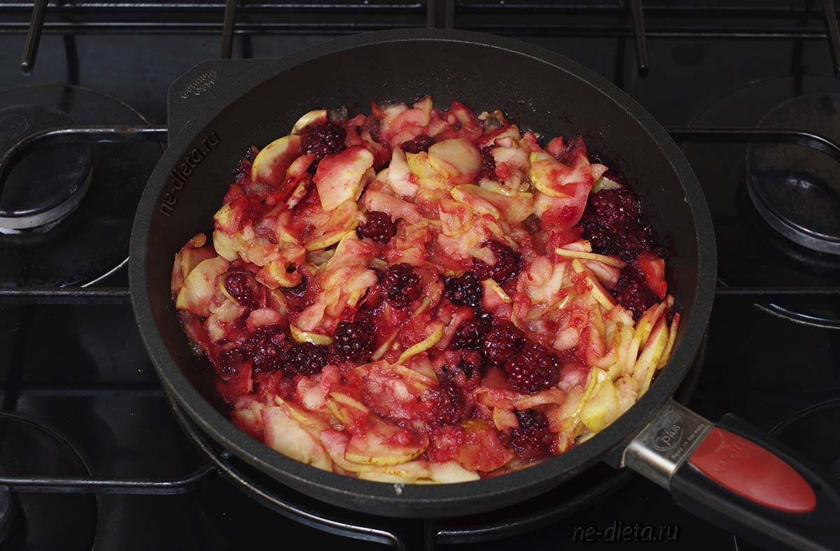 Начинка для пирога с яблоками и ежевикой