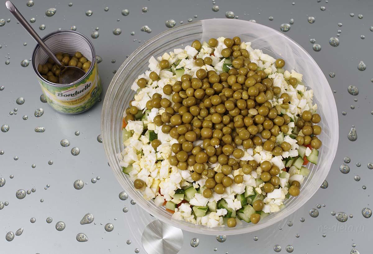 Добавить в салат зеленый горошек