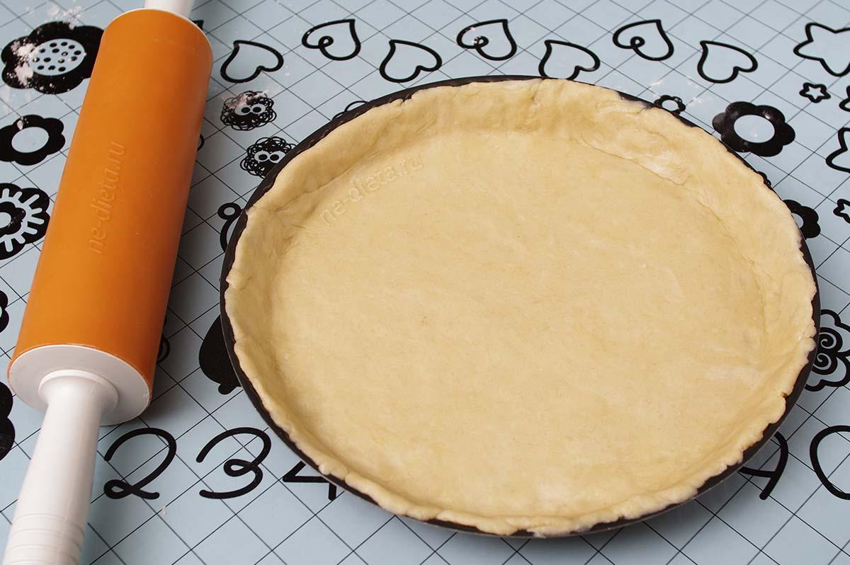 Тесто выложить в форму для тарта