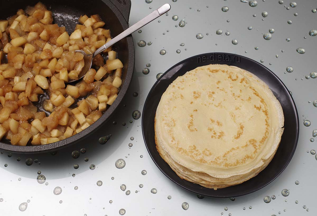 Тонкие блинчики на молоке и начинка из яблок