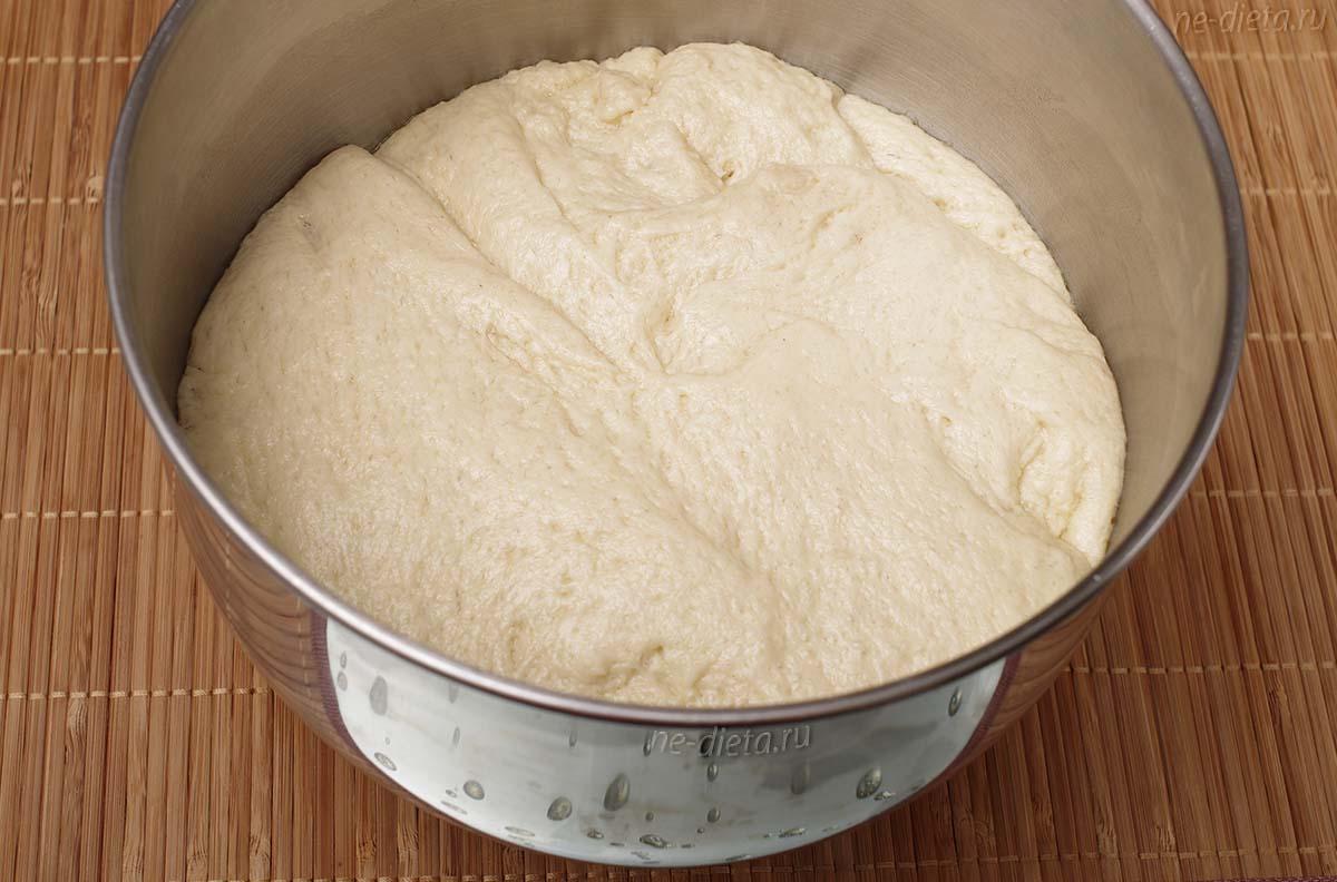 Подошедшее тесто для пирожков