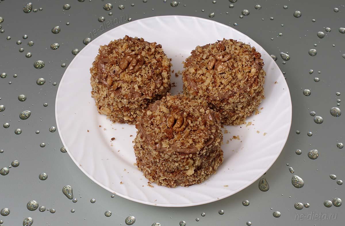 Бисквитные пирожные с орехами