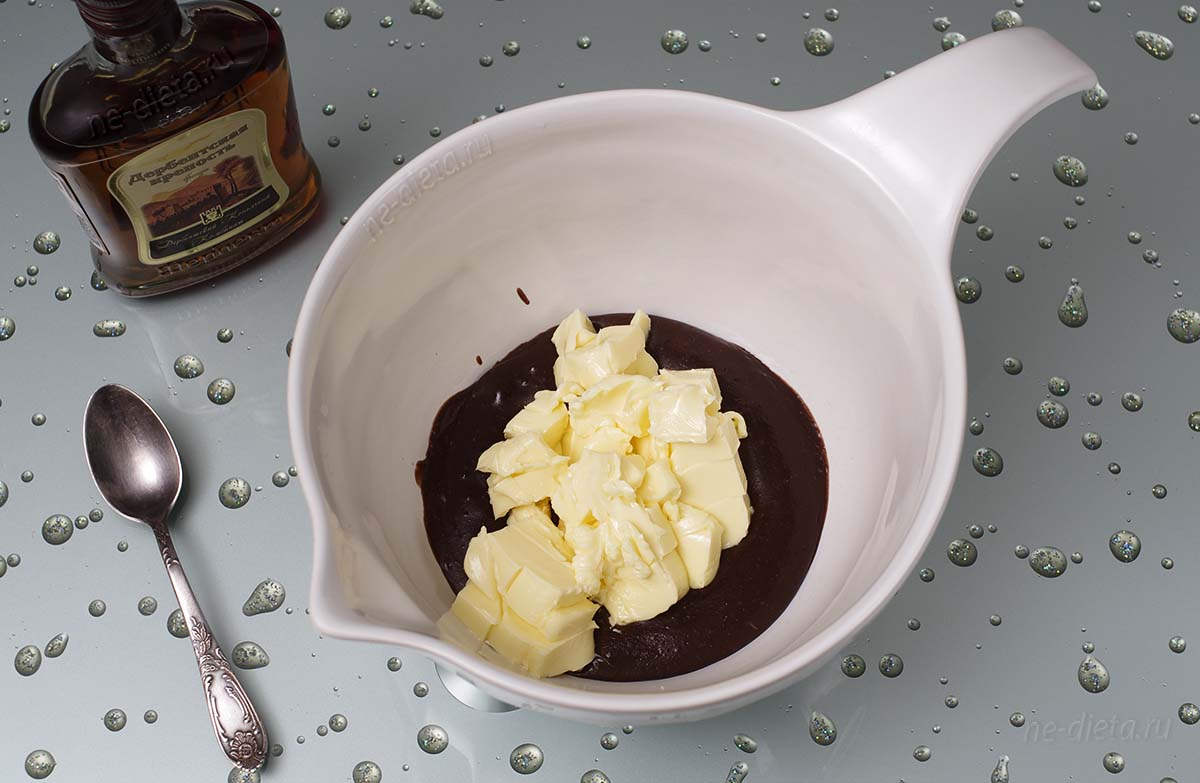 Добавить в крем сливочное масло
