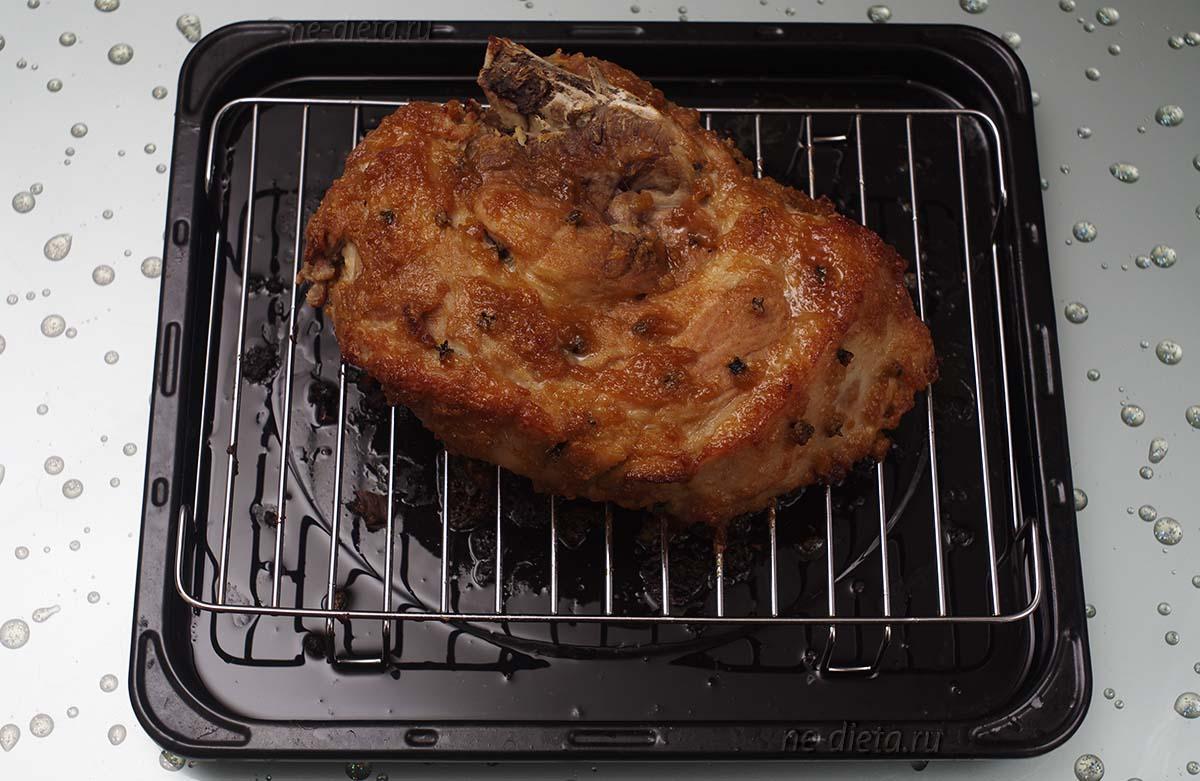 Запеченный свиной окорок в апельсиновой глазури