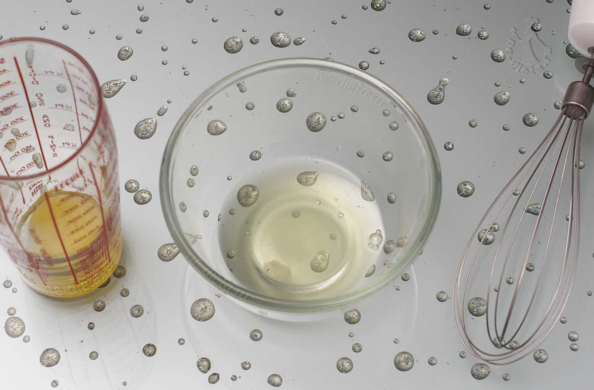 Яйцо разделить на белок и желток