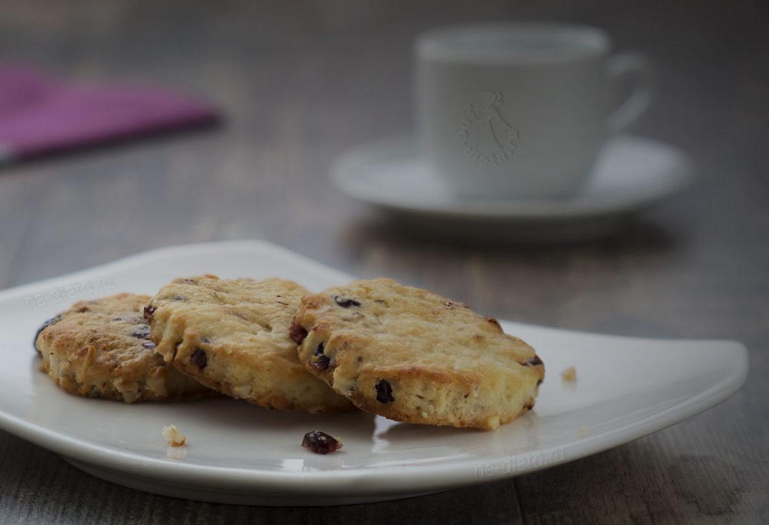 Творожное печенье с миндалем и клюквой