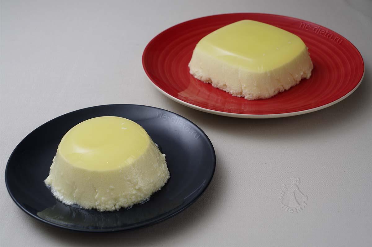Перевернуть лимонный десерт на тарелку