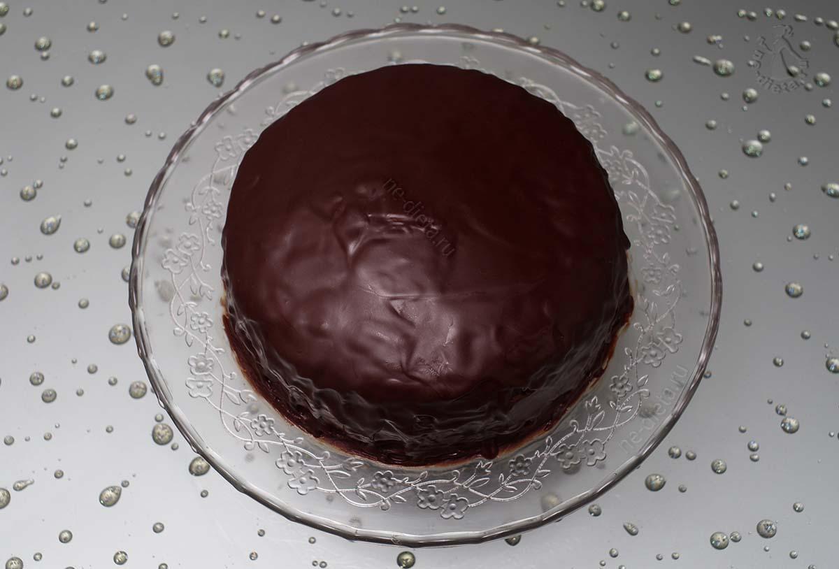 Торт полить шоколадной глазурью