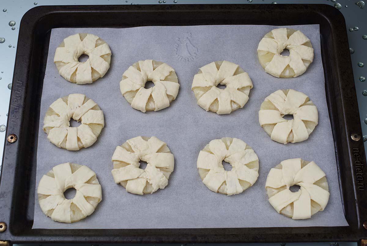 Кольца ананаса обмотать тестом