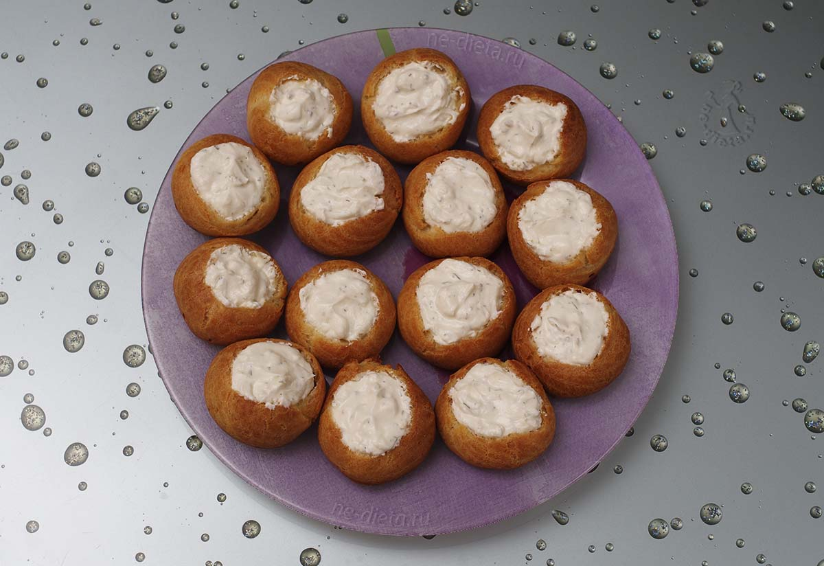 Профитроли заполнить сливочным сыром