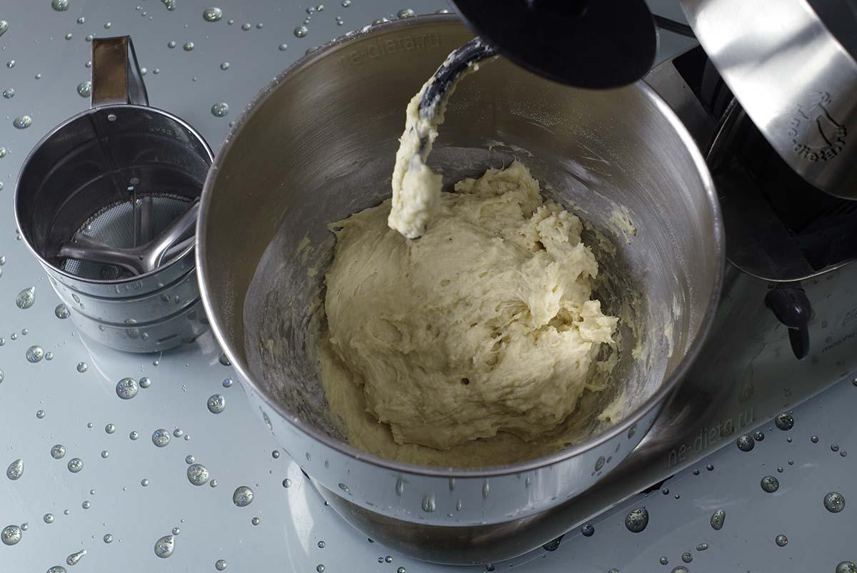 Дрожжевое тесто для булочек с корицей