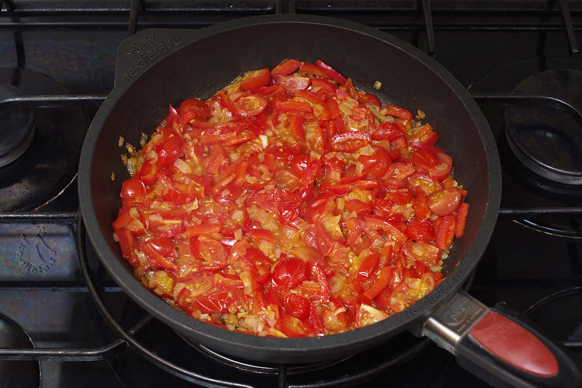 Положить помидоры