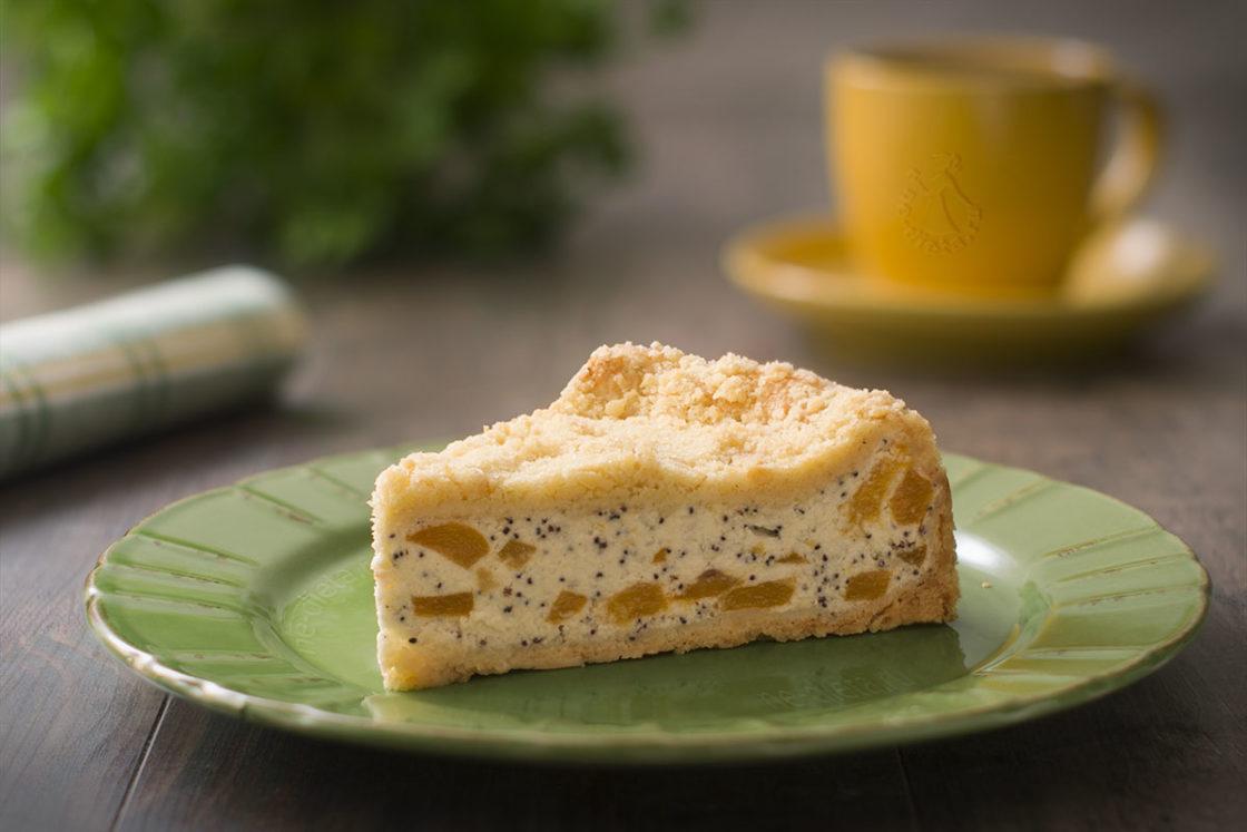 Творожный пирог с персиками и маком