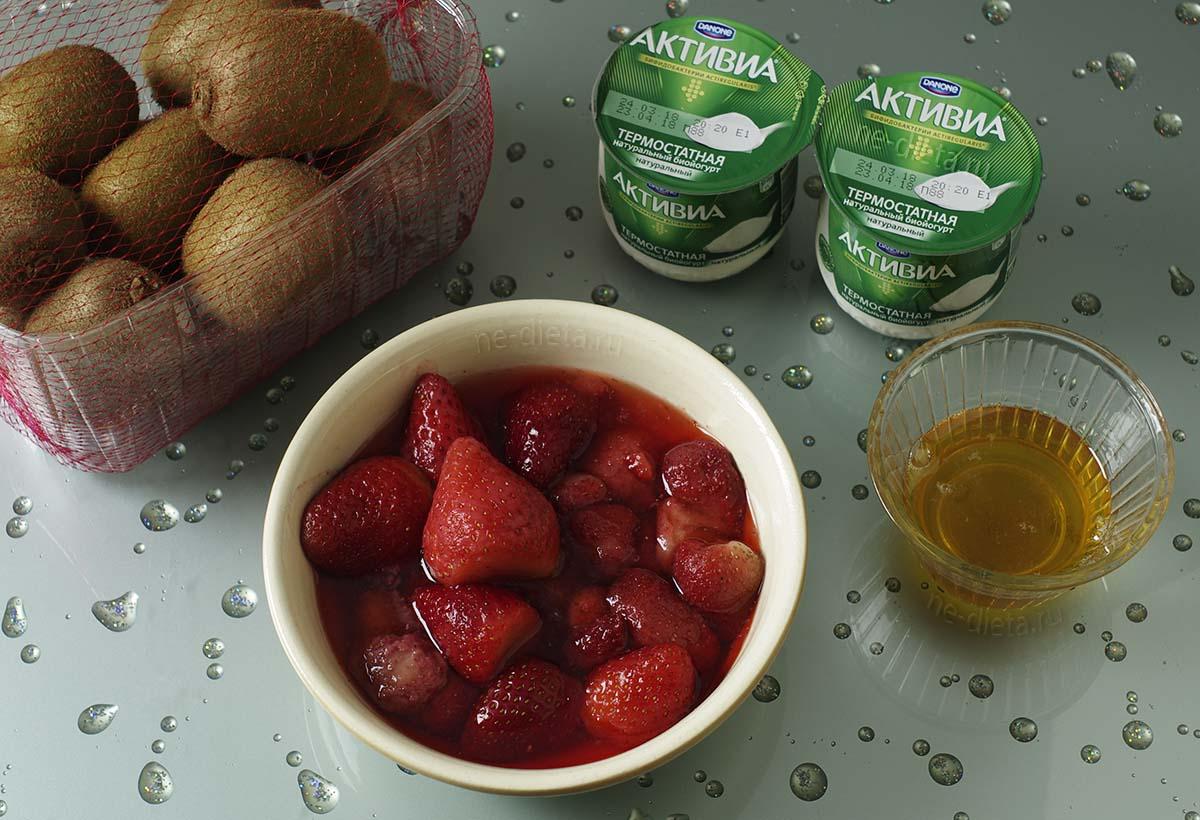 Ингредиенты для смузи из киви и клубники