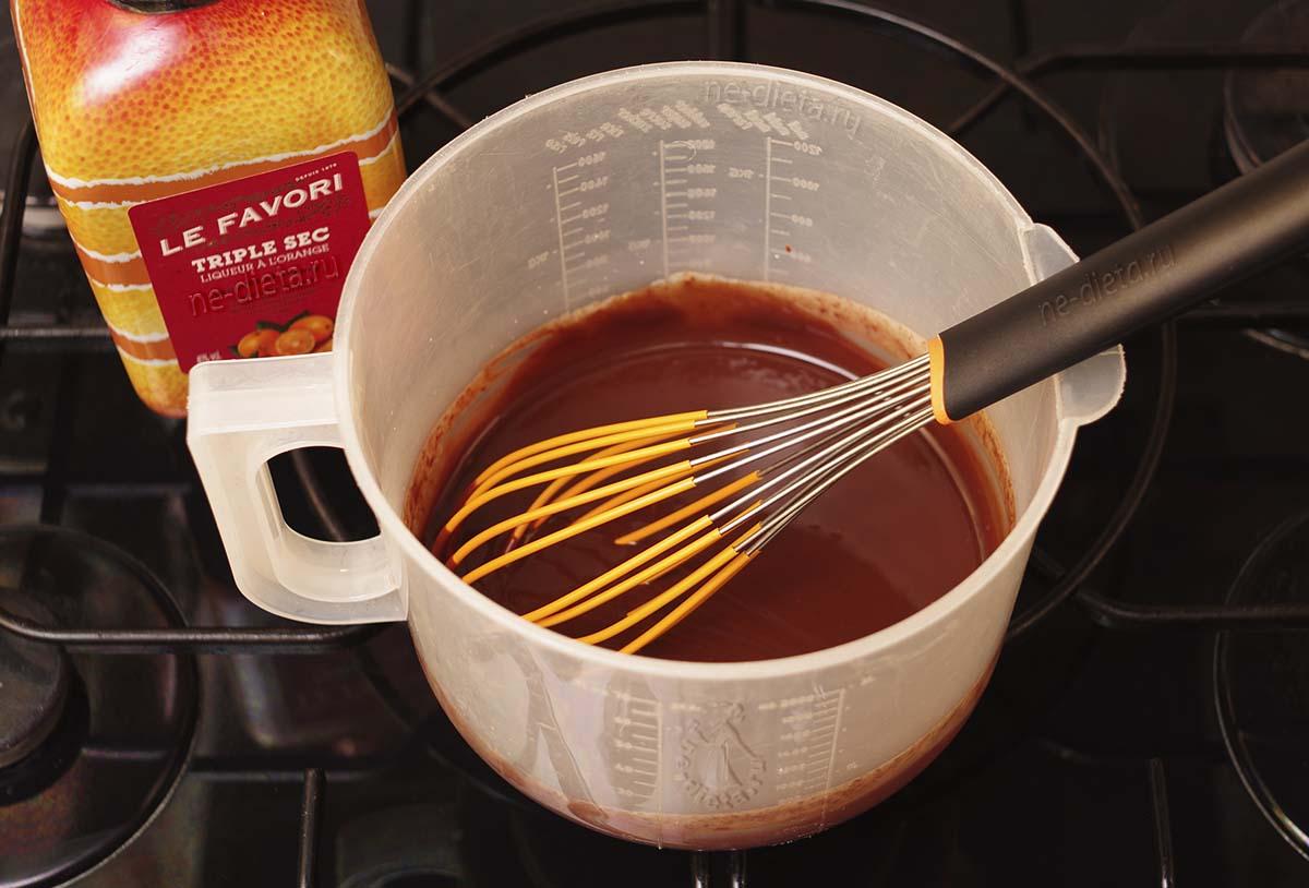 Шоколад растворить в горячих сливках