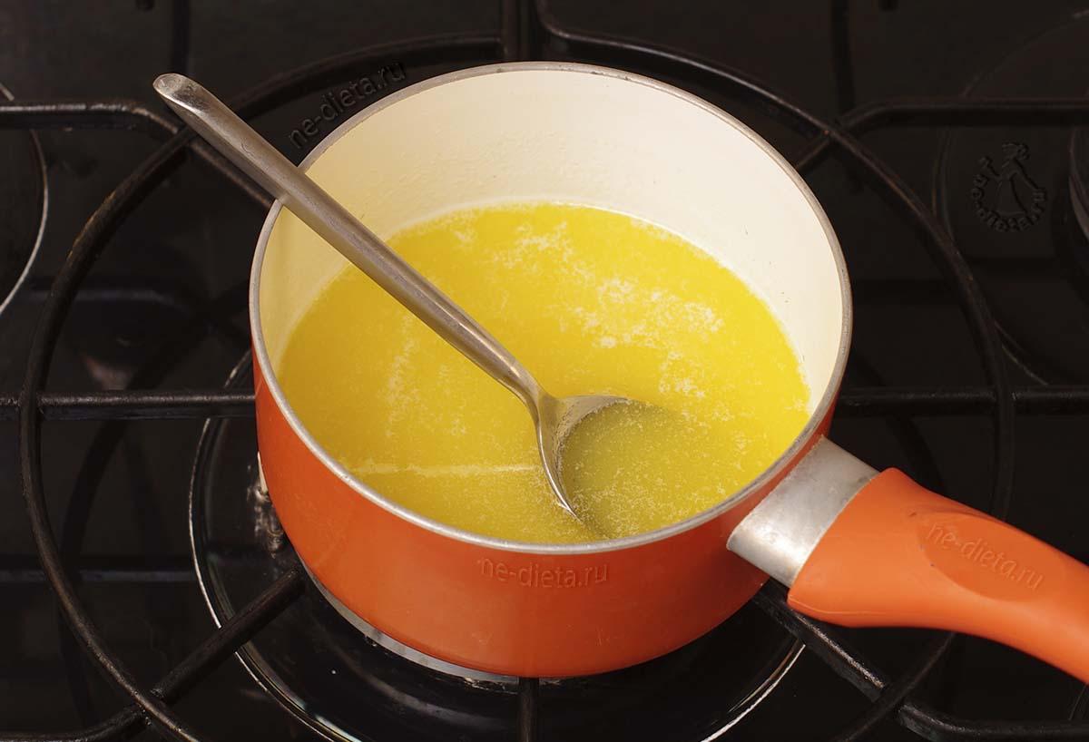 Растворить масло с сахаром