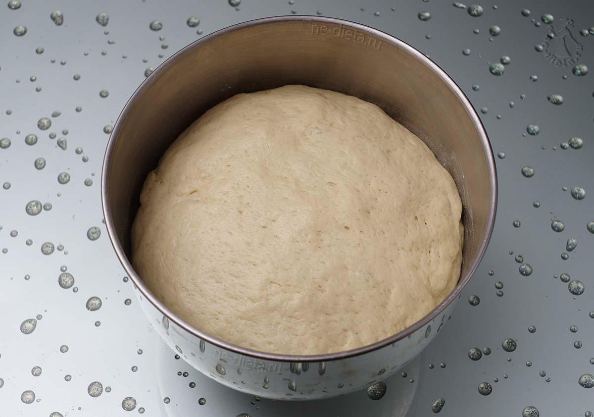 Подошедшее дрожжевое тесто