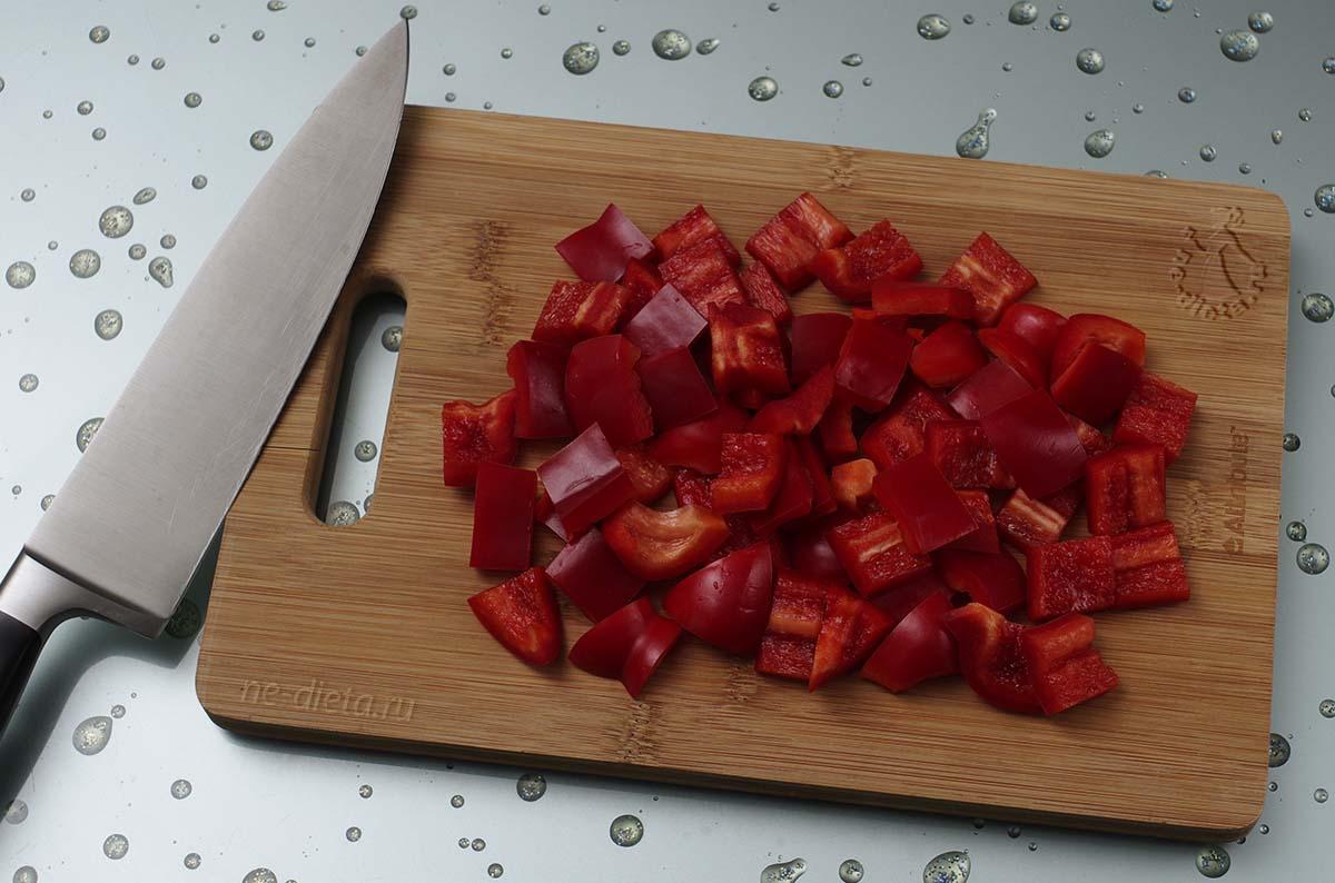 Болгарский перец крупно нарезать