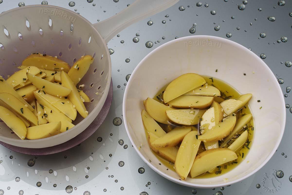 Картофель натереть маслом