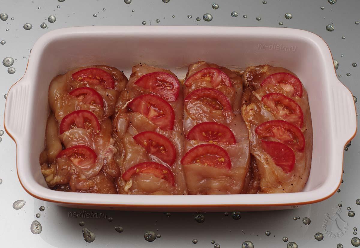 В куриное филе вставить помидоры