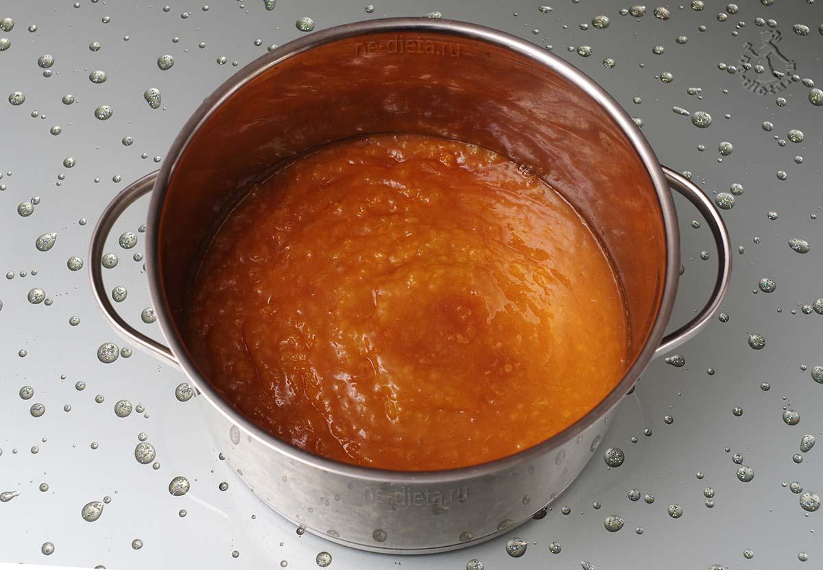 2/3 абрикосов прокрутить на мясорубке