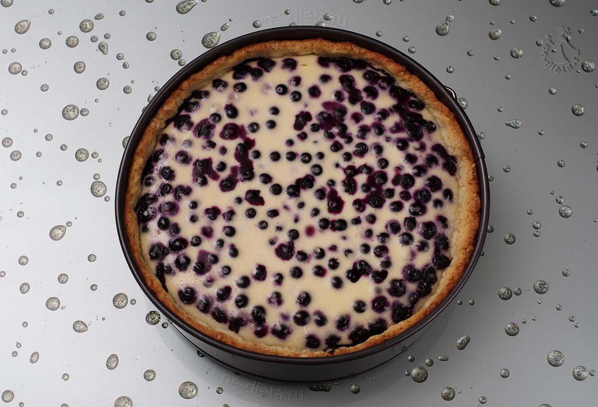 Сметанный пирог с черникой