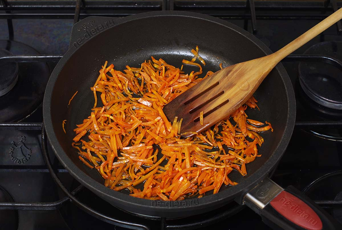 Морковь обжарить в масле
