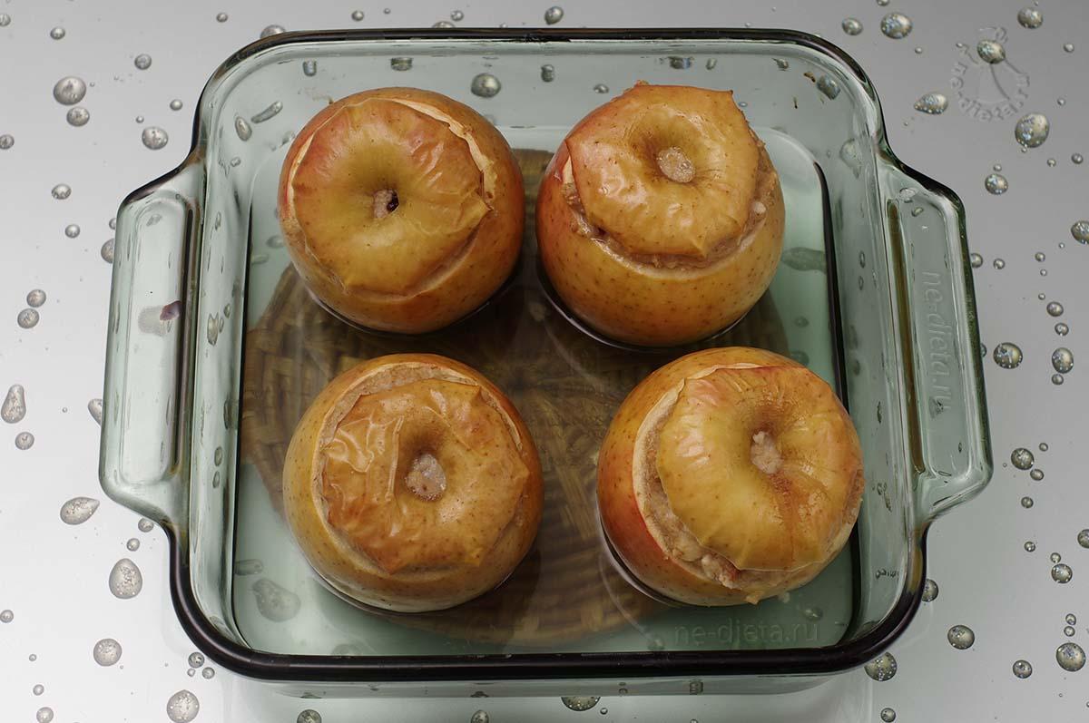 Овсяная каша в яблоках