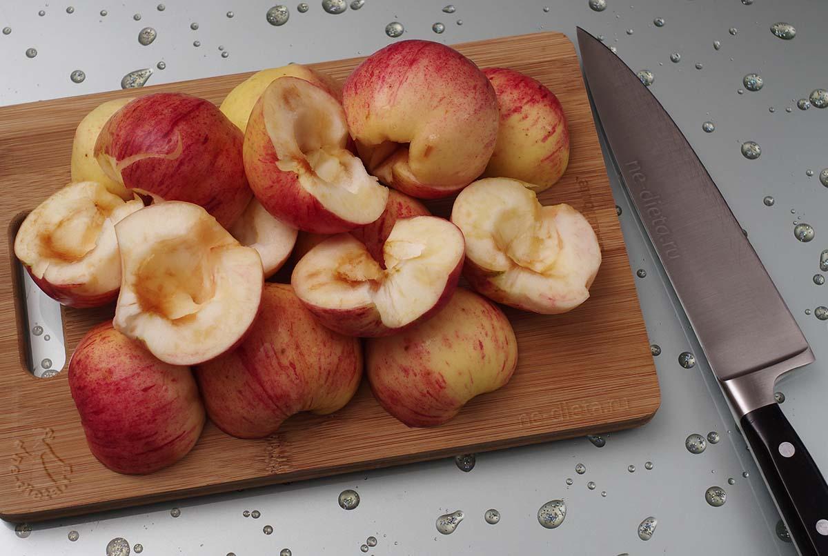 Яблоки разрезать пополам