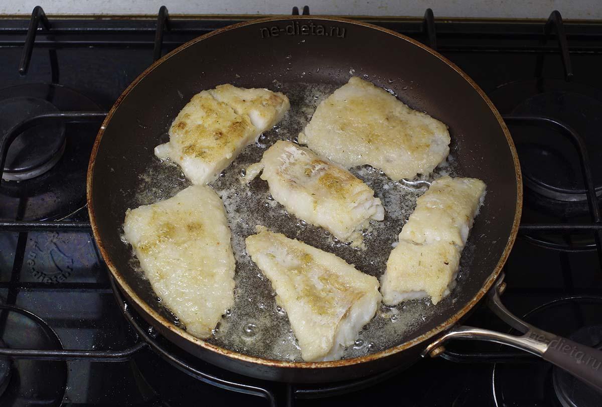 Рыбу обжарить с двух сторон