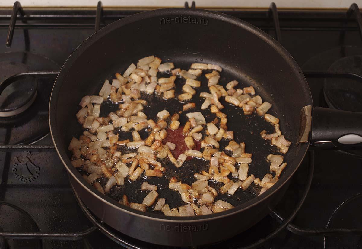 Сало растопить на сковороде