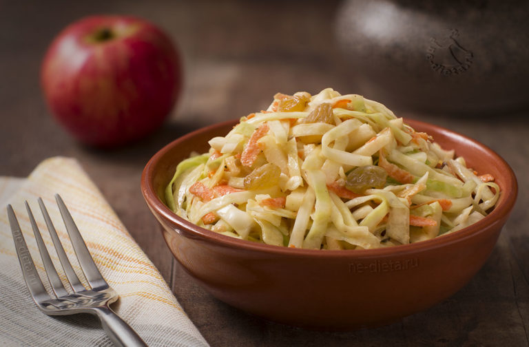 Салат из свежей капусты — 3 простых рецепта
