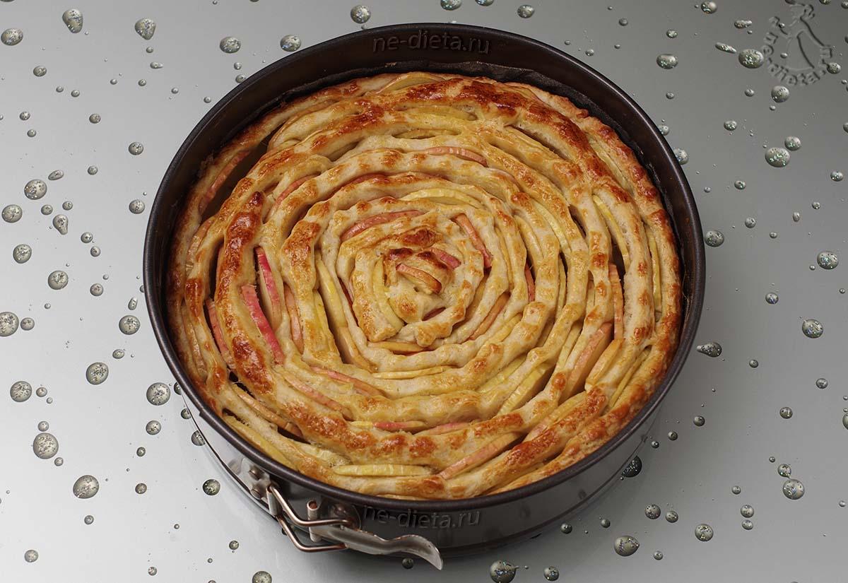 Яблочный пирог в виде цветка