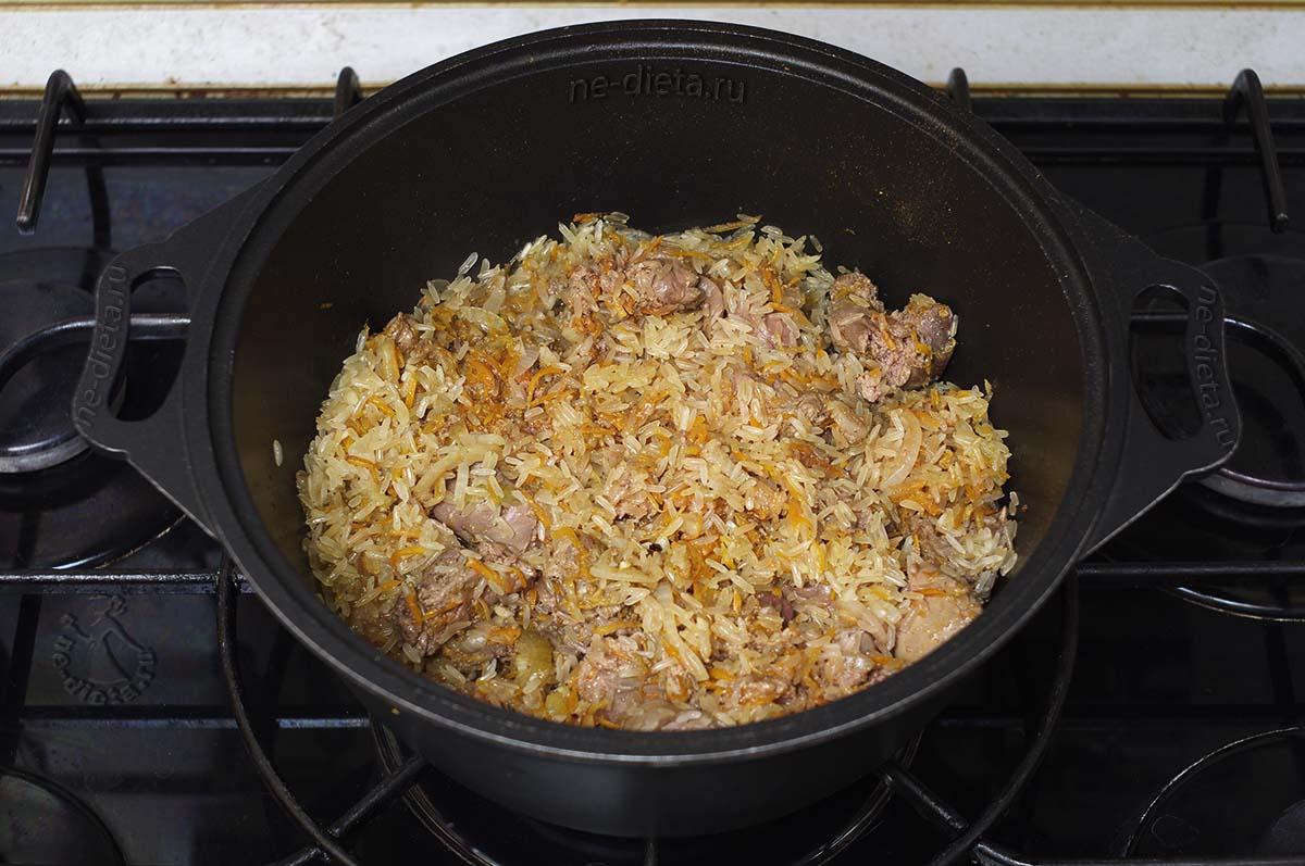 В плов добавить рис